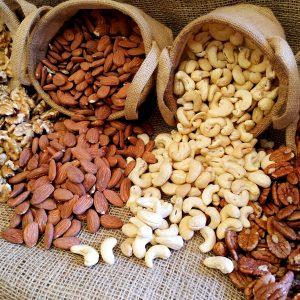 אגוזים טבעיים ותערובות גרנולה